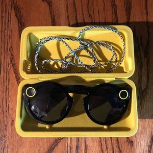 Black Snapchat spectacles with case and cable